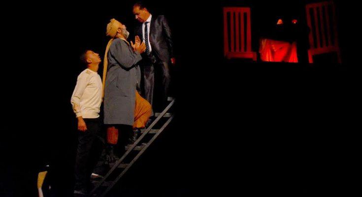 """""""زوم"""" لهادي عباس في عرضها ما قبل الأول تفتتح أيام قرطاج المسرحية بقفصة في دورتها 21 ."""