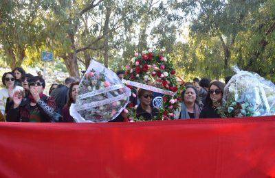 تشييع المدونة والناشطة الحقوقية لينا بن مهني والنساء يحملن جثمانها الى مثواها الاخير بمقبرة الجلاز-التيماء