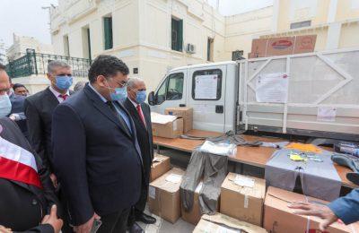 وزير الشؤون المحلية لطفي زيتون يتابع تقدم عملية توزيع الدعم الاستثنائي لبلديات بولاية جندوبة