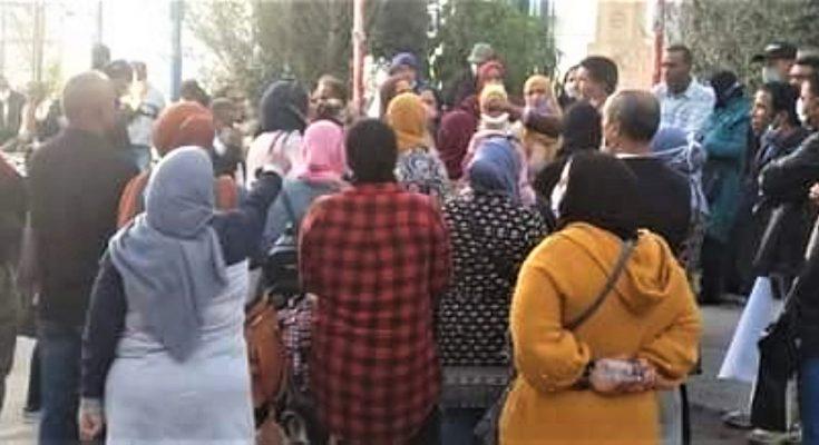 وقفة احتجاجية لعمال الحضائر أمام مقر الاتحاد العام التونسي للشغل للتعبير عن رفضهم للتسريح والتعويض الذي قررته الحكومة