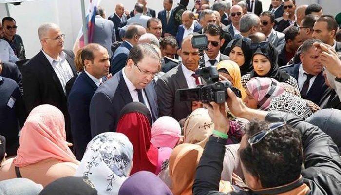 جندوبة : رئيس الحكومة يسلم عقود تمليك لتجمعات السكنية-التيماء